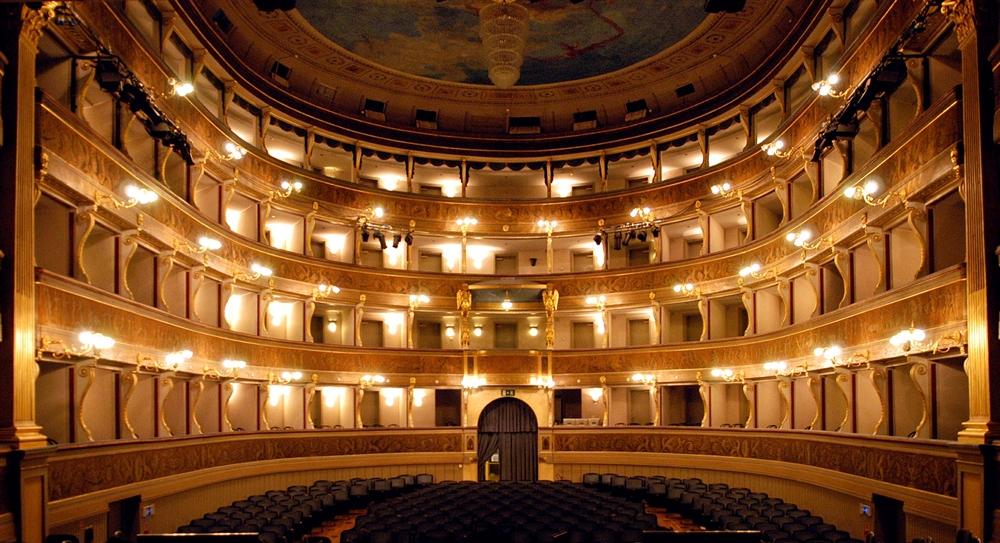 Una storia alternativa del passato. Teatro a Trento