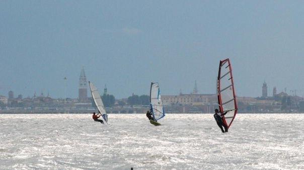 Con il Windsurf nei canali di Venezia